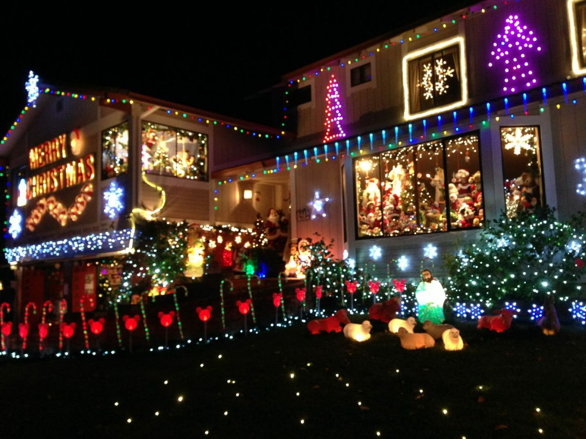 it - Mickey Mouse Christmas House Decorations