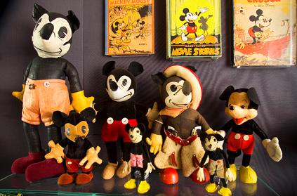 lookclosermickeymousemerch 1 - Some of famous toys from 1920's